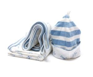 BYUTNGS1008_organic_swaddle_and_hat_gift_set_blue_1200x1000