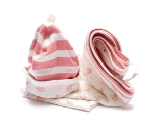 BYUTNGS1009_organic_swaddle_and_hat_gift_set_pink_1200x1000