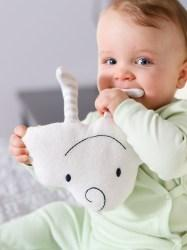 lifestyle-happy-the-cloud-toy-organic