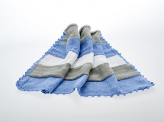 rsz_1blue_and_white_blanket